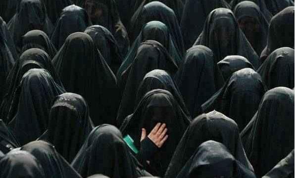 Kadınların çarşaf kullanmaya başlaması 1