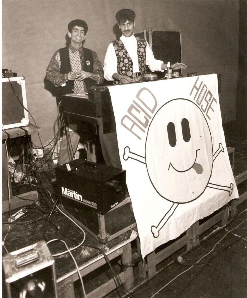 Smiley'in 80'lerde bu kadar popüler olmasın asıl sebebi, dönemin moda müziği acid house'un sembolü olmasıydı. Acid house, ABD'de ortaya çıkmış, oradan da İngiltere'ye ve tüm dünyaya yayılmıştı.